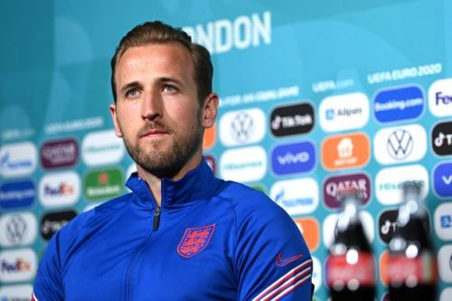 Kane reacts to being taken off during futile England search for Scotland winner