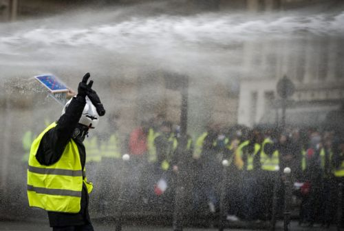 French finance minster: Yellow Jacket protests an economic 'catastrophe'