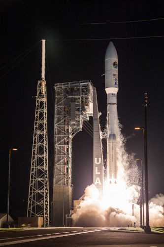 Photos: Atlas 5 blasts off with U.S. Air Force communications payload