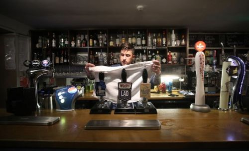 Pubs and restaurants across England to be forced to shut at 10pm