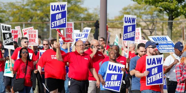 General Motors climbs after agreeing to tentative labor deal with UAW that could end month-long strike
