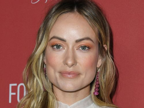 Olivia Wilde says she doesn't believe her character in 'Richard Jewell' traded sex for news tips, in response to recent backlash