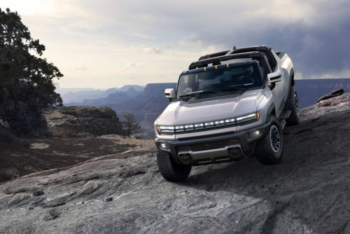 Hummer EV 'supertruck' will do 0-60 in 3 seconds, drive diagonally