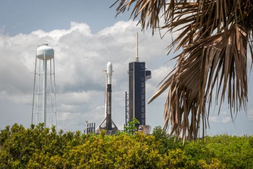SpaceX set to launch a full complement of Starlink satellites with visors