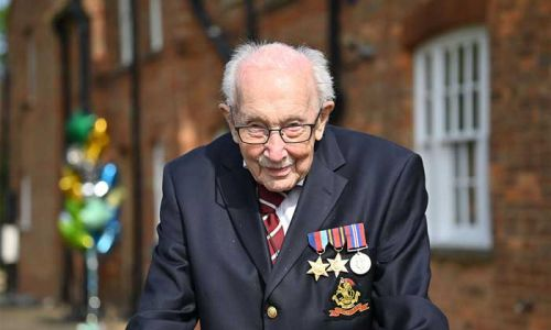 Captain Tom Moore to receive knighthood from the Queen in person at Windsor Castle