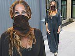 Sarah Jessica Parker keeps safe with a mask as she opens the door to her shoe store after lockdown