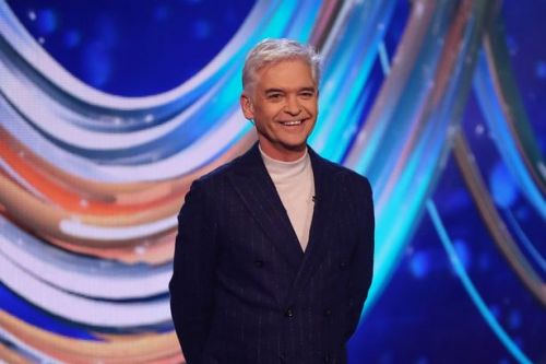 Phillip Schofield 'confuses' Dancing On Ice fans by 'not finishing dressing'