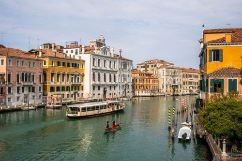Can I travel to Italy this summer for a holiday?