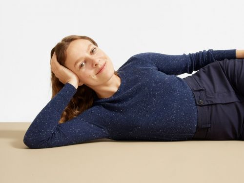 Everlane's cashmere crew neck sweater is the backbone of my winter wardrobe - and it's only $100