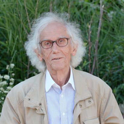 Christo, the artist famous for wrapping buildings, dies aged 84