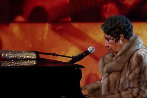 Here's why Aretha Franklin always carried her purse on stage