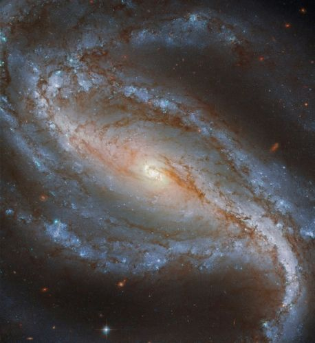 Hubble captures spectacular view of a barred spiral in Sculptor