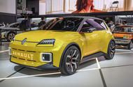 New Renault 5 makes motor show debut ahead of 2024 launch