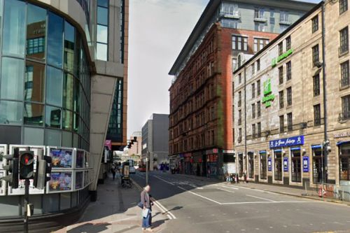 Man left with serious facial injury after being jumped in Glasgow city centre