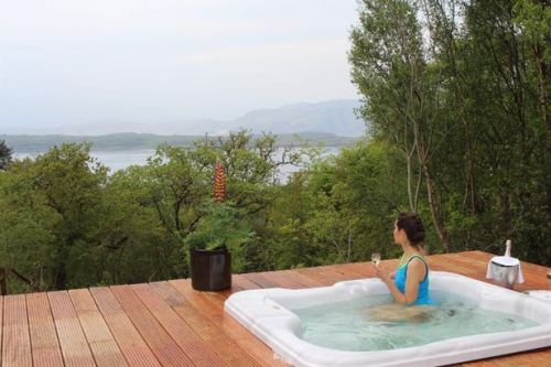 Seven cosy hidden gem staycations with outdoor hot tubs to check out in Scotland this autumn