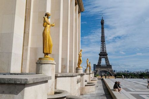 FCO advises against all non-essential travel to France