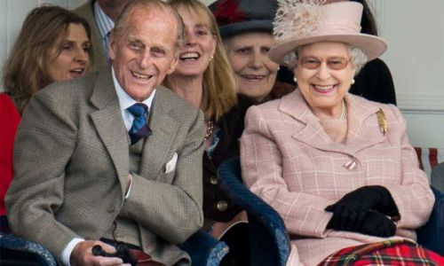 The Queen and Prince Philip arrive at Balmoral to start summer break