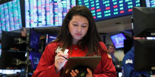 US stocks gains as encouraging labor-market data overshadows stimulus uncertainty