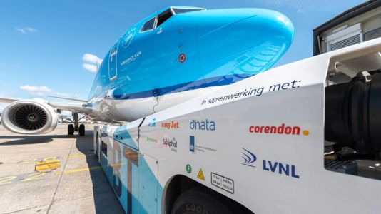 KLM trials fuel-saving Taxibot