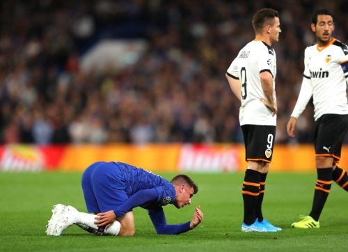 Mason Mount taken off injured 15 minutes into Chelsea's Champions League opener