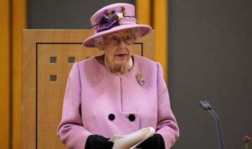 Royal fans from around the world send 'best wishes' to the Queen - 'Hard years for her'