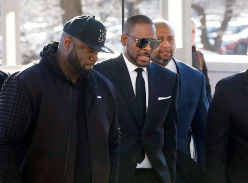 R Kelly greeted by fans as he returns to court over passport drama