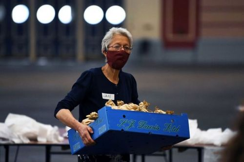 UK food banks see demand soar up to 325% during lockdown with children affected
