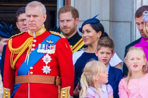 Did Prince Harry tell Meghan to 'turn around' on Buckingham Palace balcony?