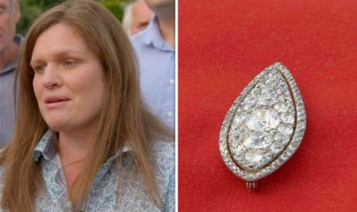 Antiques Roadshow: Stunning diamond brooch received in the post worth huge fortune
