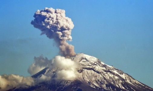 Mexico volcano eruption: Watch Mexico's El Popo BURST to life with 2km ash and lava column