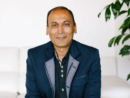INTERVIEW: Poshmark's CEO Manish Chandra dishes on working with Serena Williams, avoiding jail by partnering with the USPS, and splurging on Balenciaga sneakers