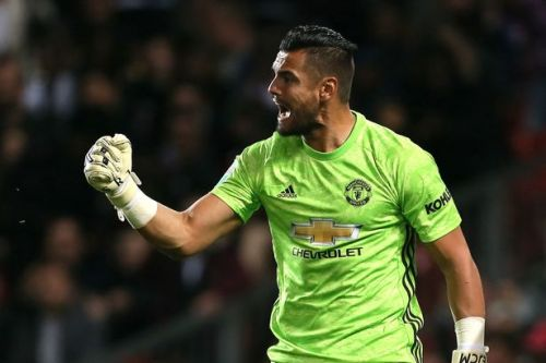 Man Utd fans handed hope by Sergio Romero record amid David de Gea injury