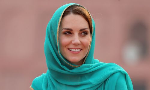 Kate Middleton stuns royal fans in turquoise headscarf at Badshahi Mosque