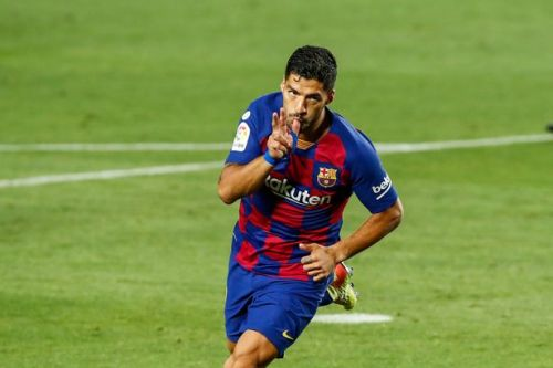 Suarez sends warning to Real Madrid as Barcelona turn up the heat in title race