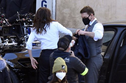 Tom Cruise and Hayley Atwell rehearse Mission Impossible 7 scenes handcuffed together
