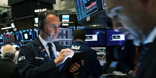 US stocks edge lower as earnings fail to impress investors