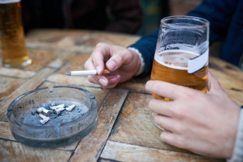 Smoking areas could be banned so pubs can serve 'pavement drinks' instead