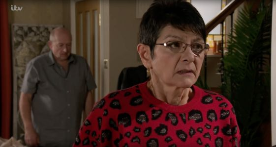 Is Yasmeen leaving Coronation Street after exposing Geoff and does she die?
