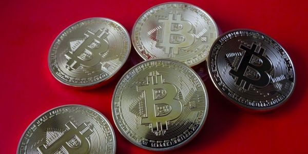 Bitcoin's momentum will end and it will be ugly - regulation will kick in and countries likely won't ignore its huge carbon footprint, an investment advisor says