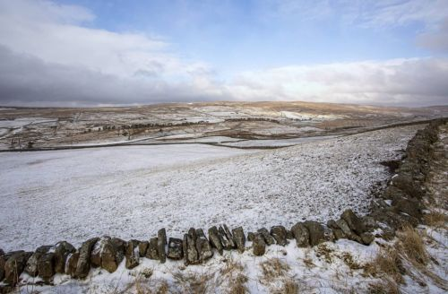 Snow and plunging temperatures across UK on first day of British Summer Time