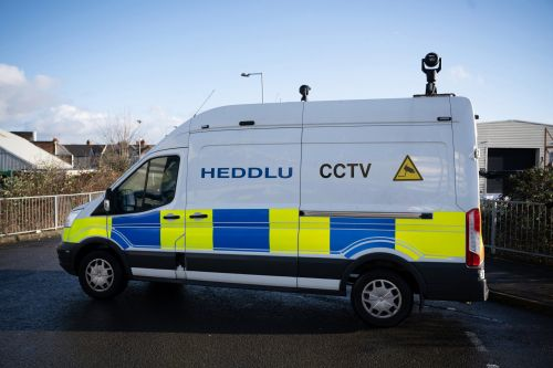 Police introduce facial recognition cameras to hunt 'watchlist' of criminals