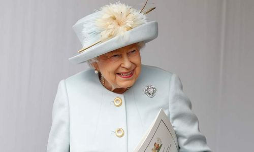 The Queen pays sweet tribute to Scotland with stunning brooch