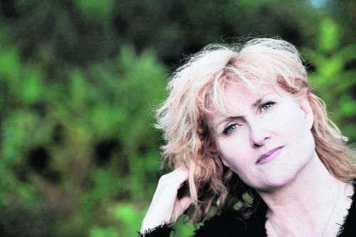 A thoroughly justified standing ovation for Eddi Reader as she visits Inverness
