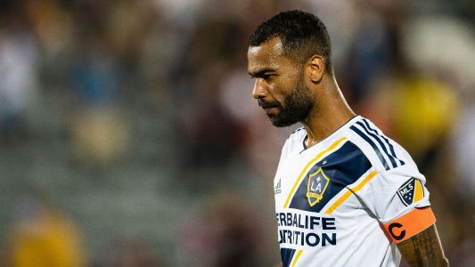 Ashley Cole signs for ex-Chelsea teammate Frank Lampard at Derby