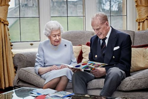 Queen to spend Christmas without family to 'lead by example' after Covid warning