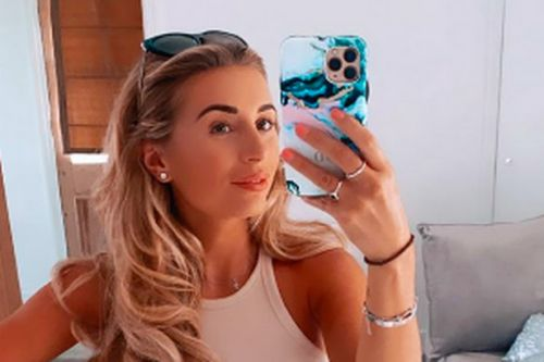 Pregnant Dani Dyer admits she can no longer zip up her clothes in hilarious pic