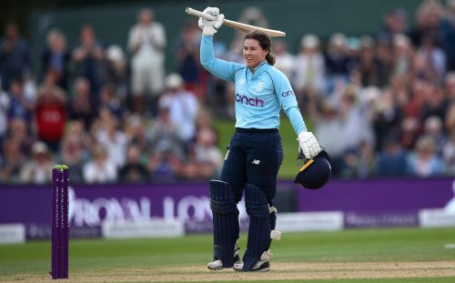 Tammy Beaumont cruises to stylish century as England thrash New Zealand to end summer on a high