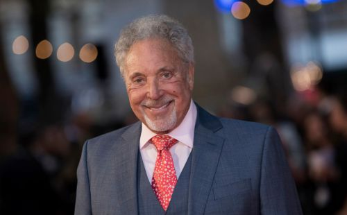 Sir Tom Jones told by music bosses he wouldn't make it because of his curly hair: 'They try to change you'