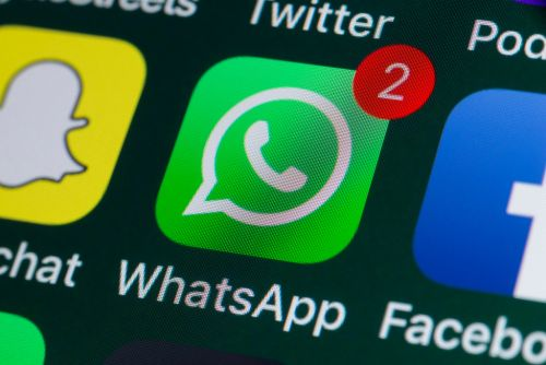 WhatsApp and Facebook Messenger to merge - so you could chat across both apps