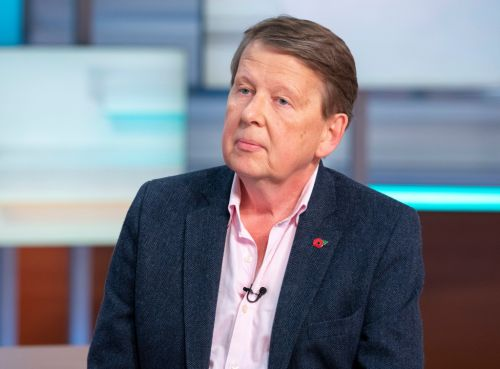 Bill Turnbull using oxygen tank, garlic and cannabis oil to help himself in cancer battle